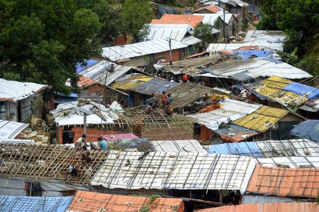 མི་ཡམ་མར་རྒྱལ་ཁབ་ནས་བྲོས་བྱོལ་གྱིས་Bangladesh རྒྱལ་ཁབ་ནང་སྐྱབས་བཅོལ་དུ་འབྱོར་བའི་གྲངས་ཉུང་Rohingya ཁ་ཆེའི་མང་ཚོགས་ཀྱི་སྡོད་ཁང་།