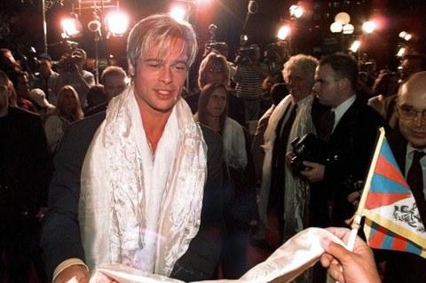 བོད་ནང་ལོ་བདུན་གློག་བརྙན་འཁྲབ་མཁན་སྐུ་ཞབས་(Brad Pitt) ༡༩༩༧